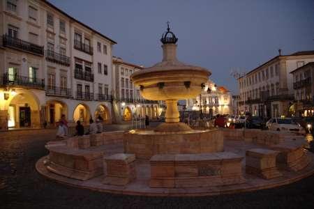Tour To Évora: Roman Temple, Cathedral, Bones Chapel, University & Market, Wine Tasting