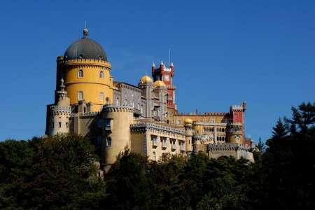 Sintra Deluxe Tour: Visit Pena Palace, Cabo Da Roca, Cascais & Estoril