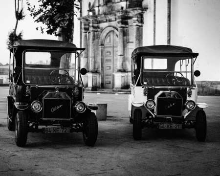 Porto Vintage Tour: Guided Excursion On Classic Car