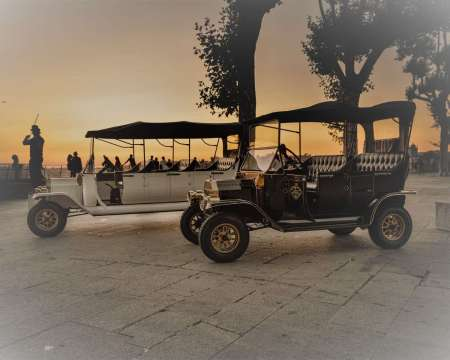 Porto: Old City Tour On A Classic Car