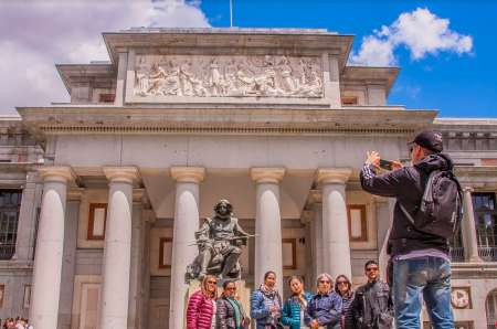 Madrid: Skip-The-Line Prado Museum Guided Tour And Tapas Experience