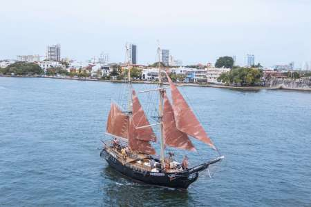 From Cartagena: Full Day Pirate Ship Sailing With Historical Fort Tour, Beach Lunch And Open Bar