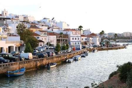 Portimão & Carvoeiro: 4-Stündige Stadtrundfahrt In Einem Oldtimer-Kombi