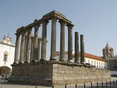 Guided Private Tour To Évora Starting From The Algarve