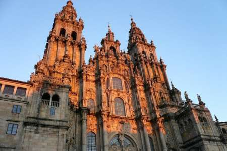 From Porto: Full-Day Tour To Santiago De Compostela And Viana Do Castelo With Lunch
