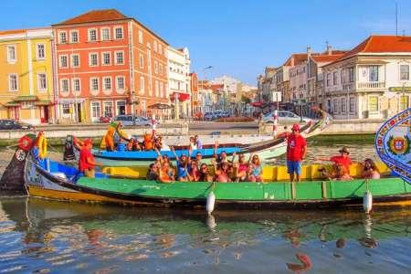 Von Porto: Aveiro & Costa Nova Kleingruppentour Mit Moliceiros Bootsfahrt