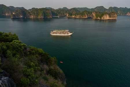 Hanoi 3-Day Cruise Trip With Kayaking In Lan Ha Bay & Cycling In Viet Hai