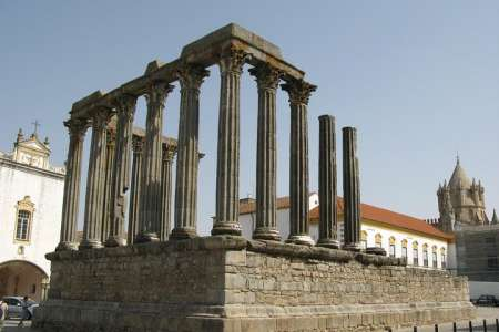 From Lisbon To Alentejo: Private Tour To Évora And Monsaraz