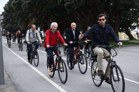 3-Hour Sightseeing Bike Tour At Downtown Porto
