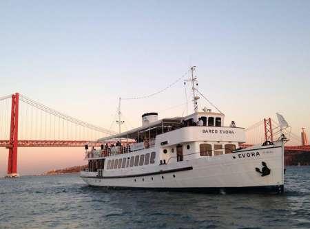 Lisbon: Sunset Cruise On The Evora Boat