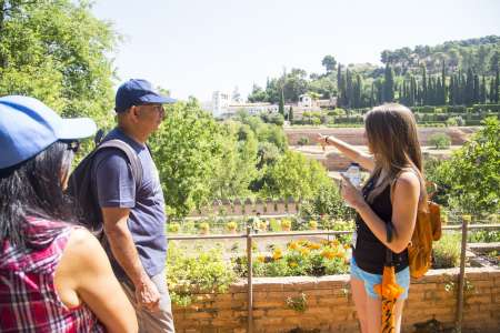 Granada: 2-Hour Walking Tour Of The Surroundings Of The Alhambra