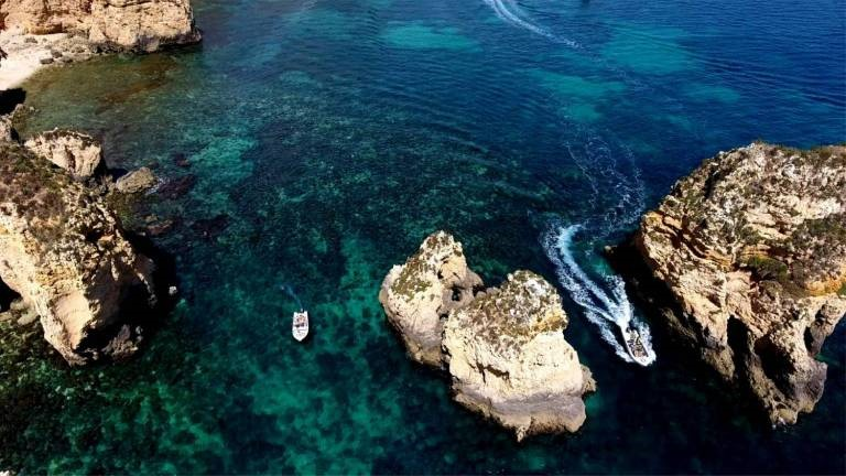 The transparent water of the Algarve whose quality is recognized worldwide