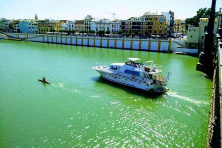 Seville: 2-Hour Yacht Tour With Meal On Board