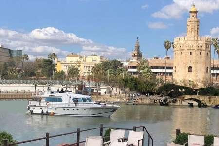 Sevilla Vip Pack: Visite De L'alcazar Et Promenade En Yacht Le Long Du Fleuve Guadalquivir