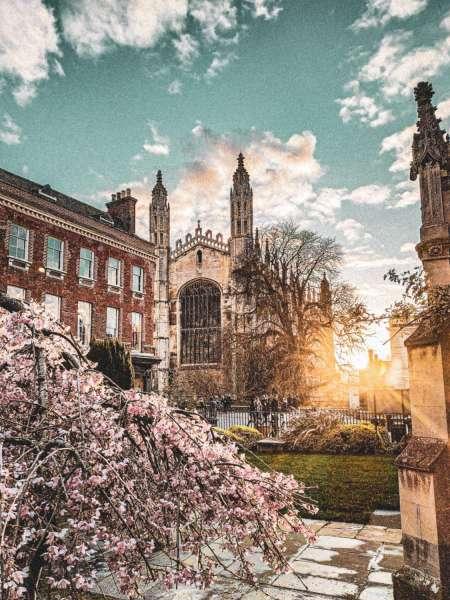 Bienvenido A Cambridge: Tour A Pie De Podcast De 45 Minutos