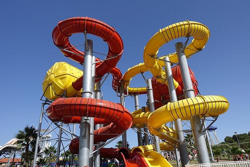 No Aquashow encontrará as mais radicais atrações, dentro e fora de água!