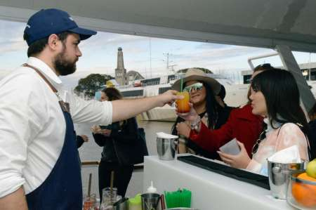 Buenos Aires: Open Bar Sunset Cruise And City Tour By Night