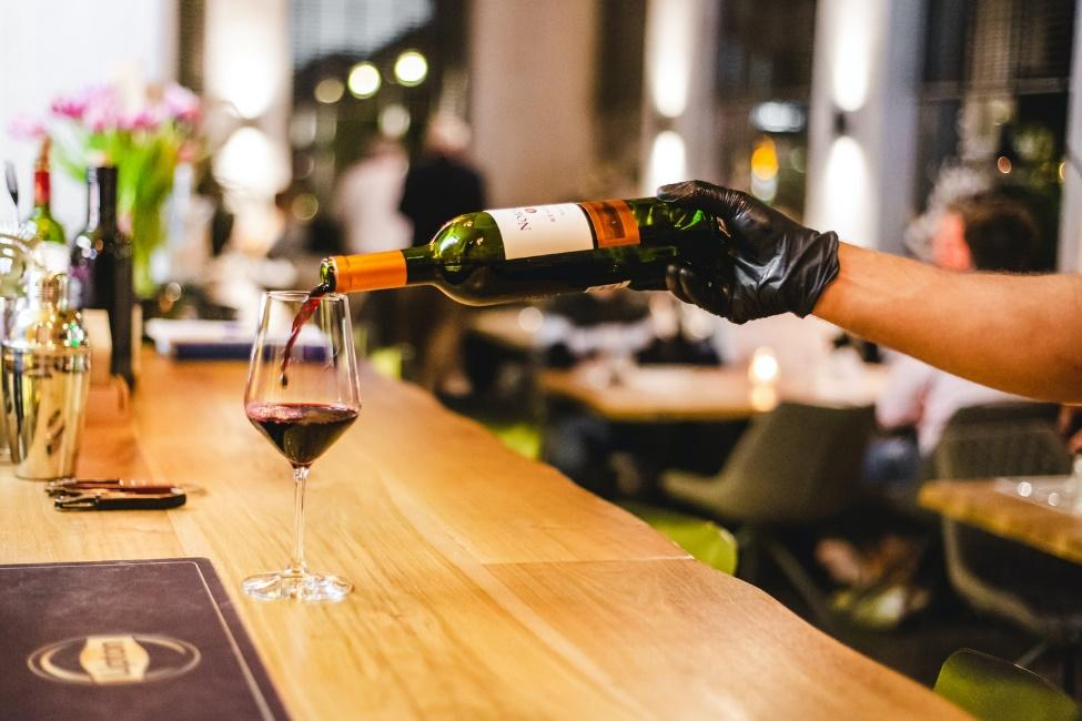 Go on a wine tasting experience when it rains in the Algarve