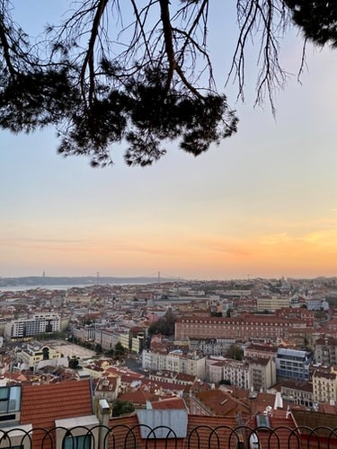 From this viewpoint you can observe Lisbon, the Tagus river, and you can even take a look at the Adamastor statue!