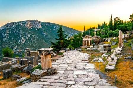 Excursion D'Une Journée Aux Thermopyles, Aux Météores Et À Delphes