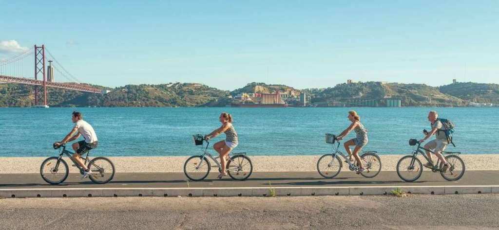 Passeios ao ar livre, como de bicicleta, segway ou mesmo a pé, são os novos favoritos dos turistas