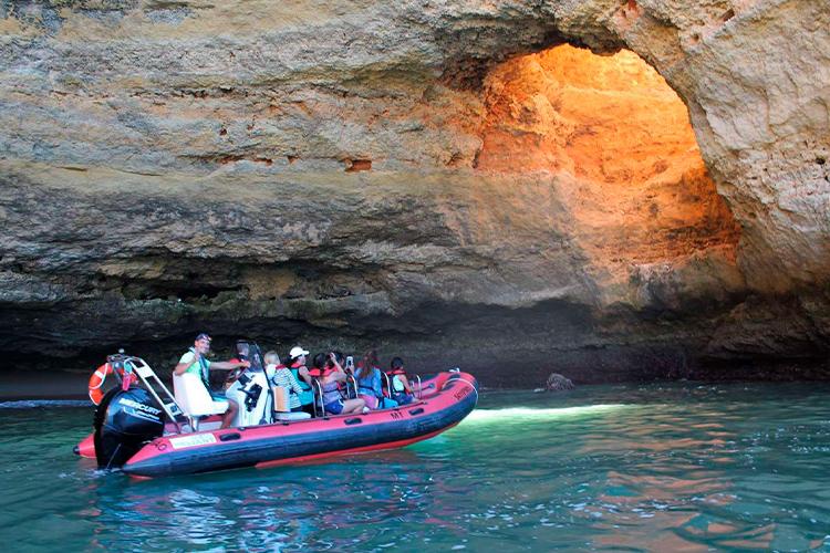 Fast boat tours to Benagil cave