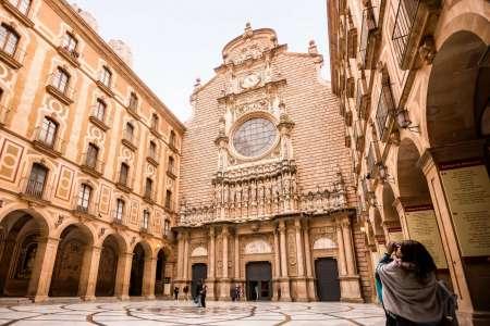 From Barcelona: Visit To Montserrat, Tapas & Wine Tasting